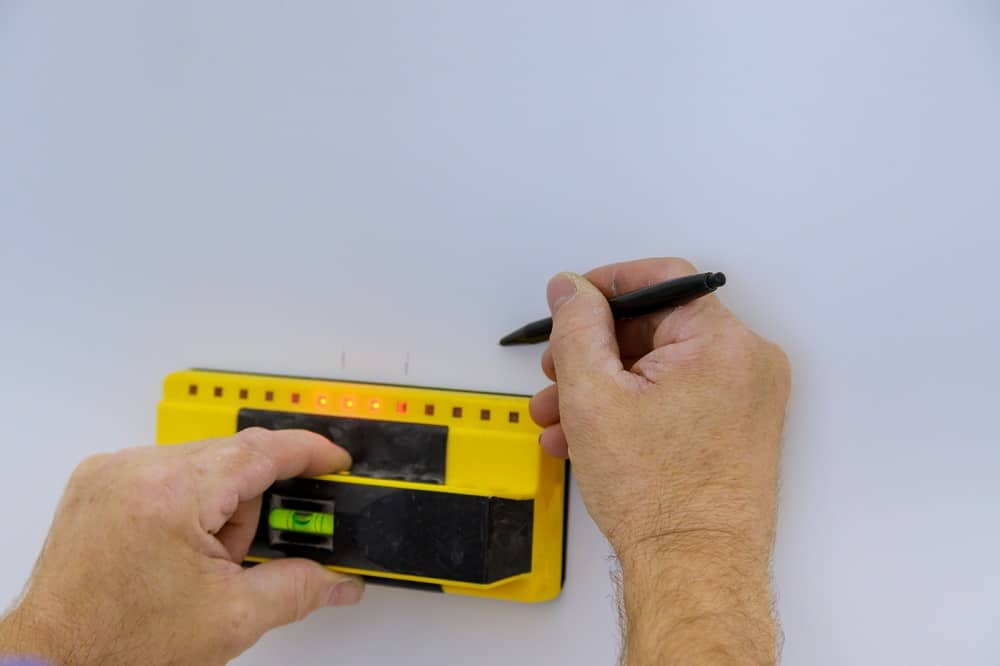 best stud finder for lath and plaster walls featured image